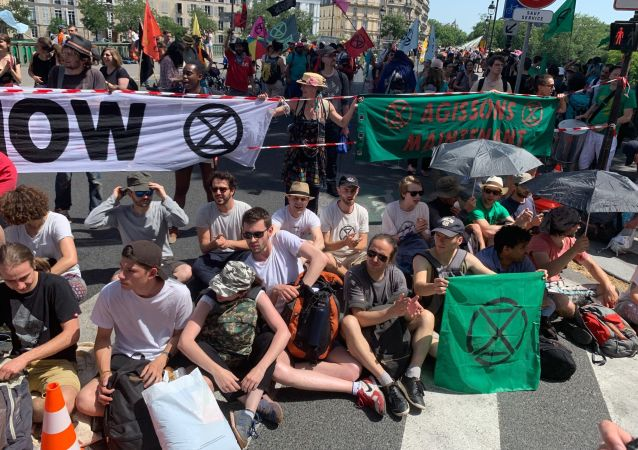 des militants du groupe Extinction Rebellion