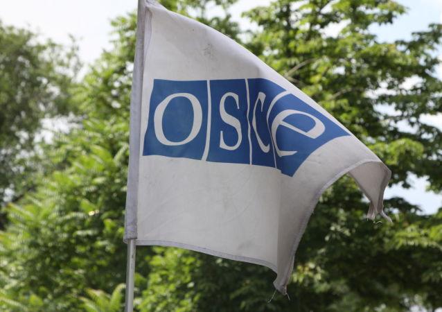 Un drapeau de l'OSCE