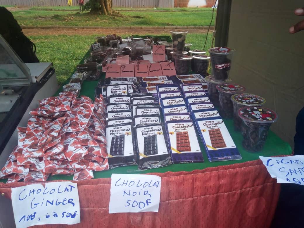 Des chocolats de l'entreprise Sipo exposés au salon de l'agroalimentaire de Yaoundé