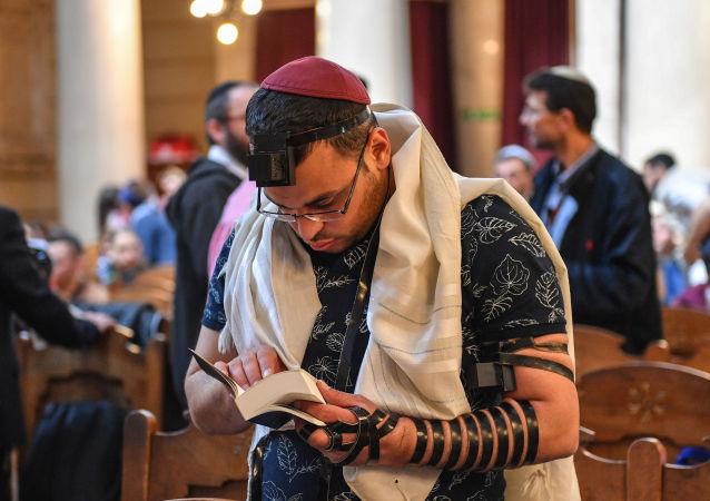 Le participant de la réunion des étudiants d'Eurostars 2019 dans la Grande Synagogue de Rome.