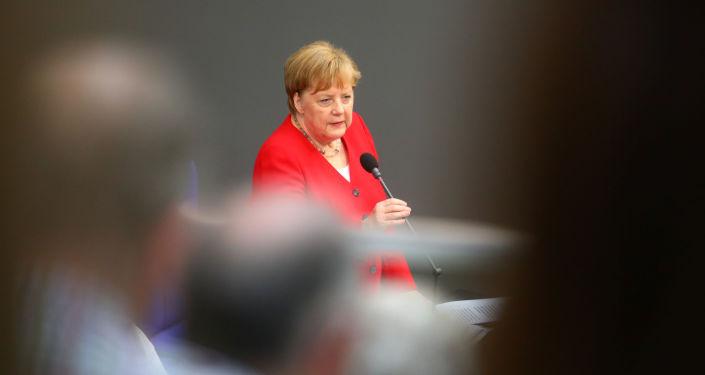 Bundeskanzlerin Angela Merkel beim Auftritt im deutschen Bundestag