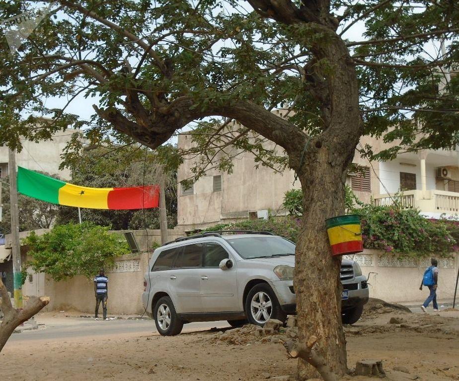 Une rue de Dakar, le vendredi 19 juillet 2019, avant le coup d'envoi du match Sénégal-Algérie, finale de la CAN.