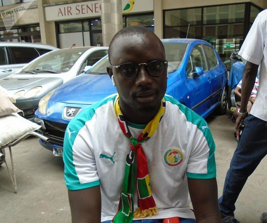 El Hadj Bèye, vendeur de téléphones portables à Dakar, le vendredi 19 juillet 2019, avant le coup d'envoi du match Sénégal-Algérie, finale de la CAN.