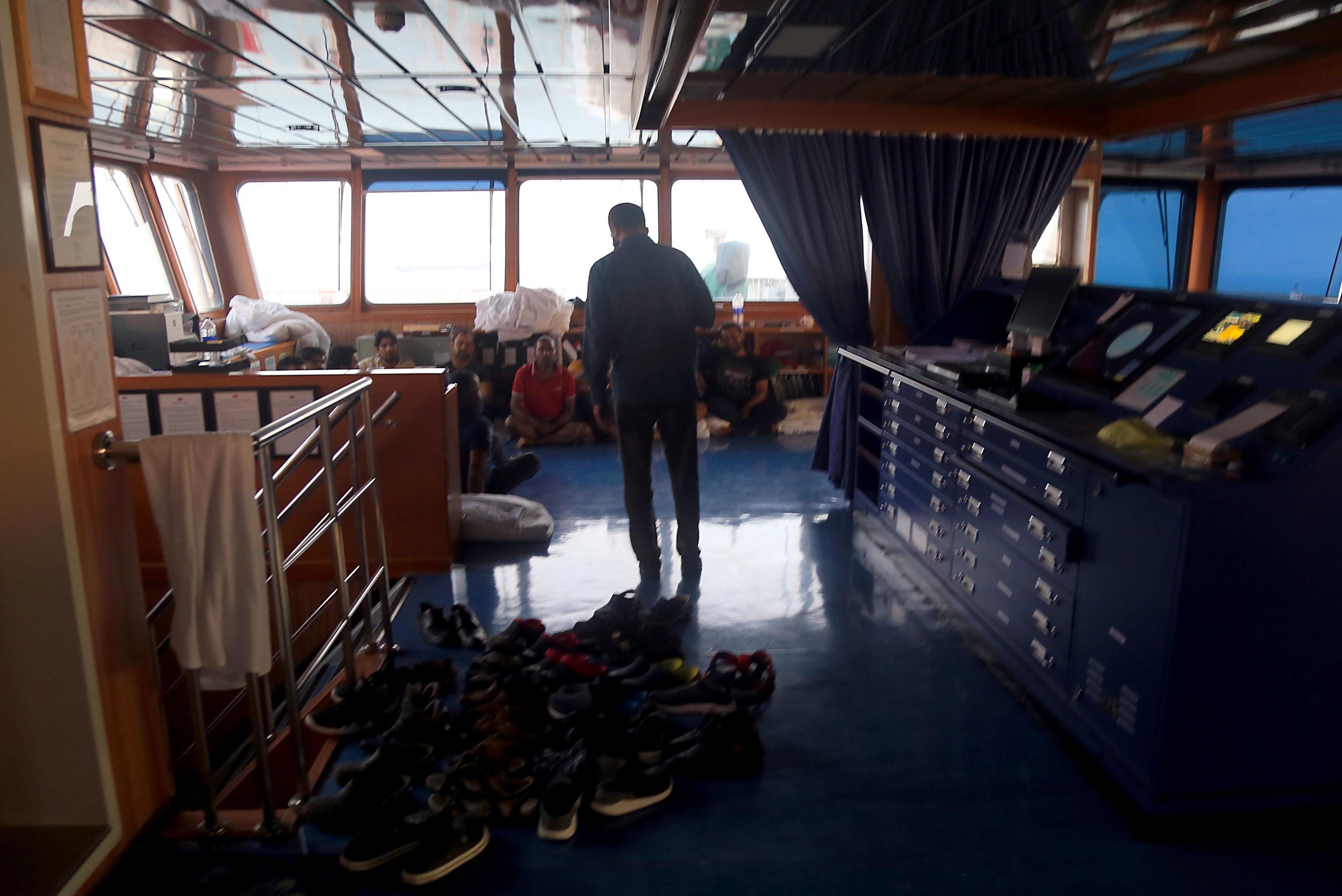 Des membres d'équipage vus à l'intérieur du pétrolier britannique saisi par l'Iran – première photo