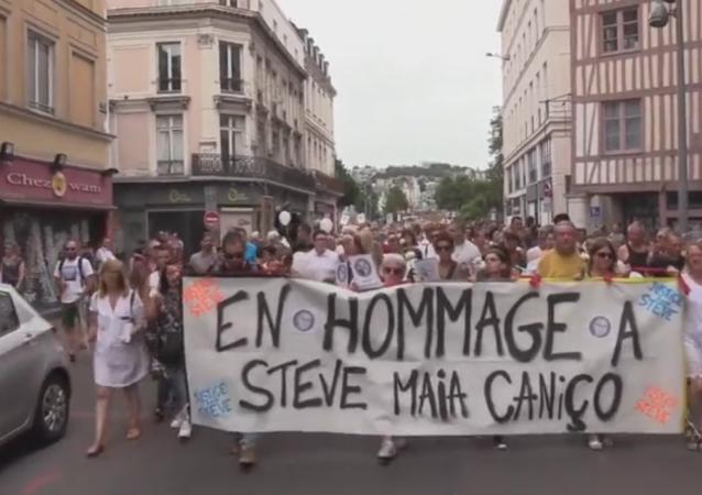 La marche dédiée à la mémoire de Steve Maia Caniço, Rouen