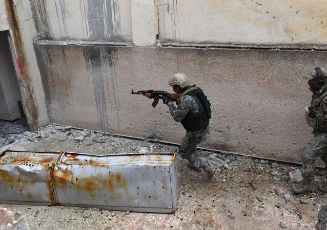 Des soldats syriens suivent un cours d'entraînement dans le gouvernorat de Hama (archive photo)