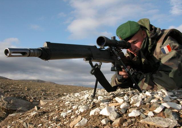 Tireur de précision du 2e Régiment étranger d'infanterie (France) en Afghanistan avec un FR F2