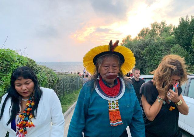 Raoni Metuktire, le célèbre chef indien, s'exprime à la suite de sa rencontre avec Macron à Biarritz