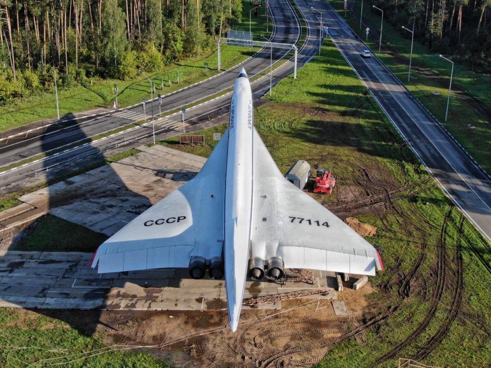 Le Tu-144 restauré au carrefour à l'entrée de la ville de Joukovski