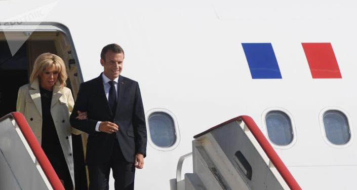 Emmanuel et Brigitte Macron lors de leur visite à Saint-Pétersbourg en mai 2018. Archive
