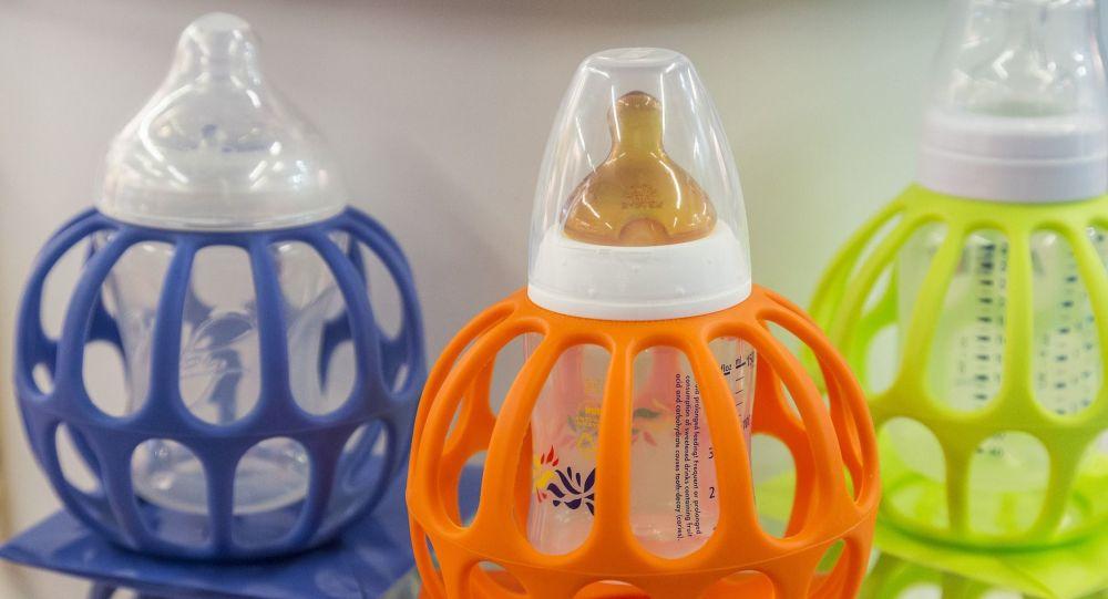 Du lait dans des bouteilles (image d'illustration)