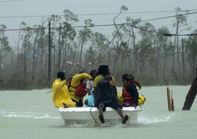 Le sauvetage d'une famille aux Bahamas