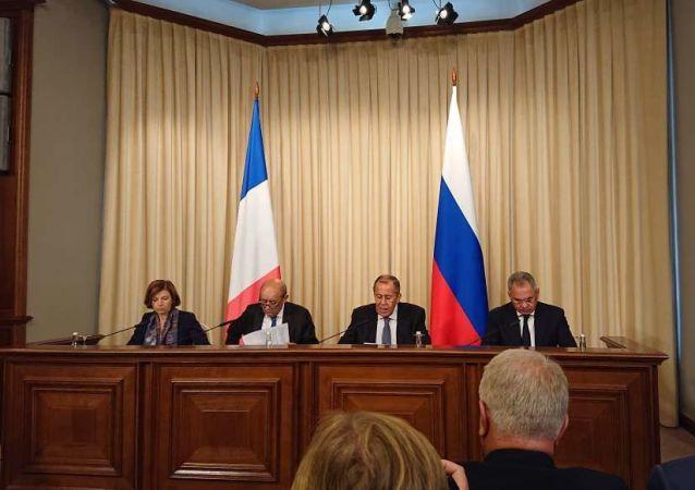 Parly et Le Drian s'expriment à l'issue de la rencontre avec leurs homologues russes