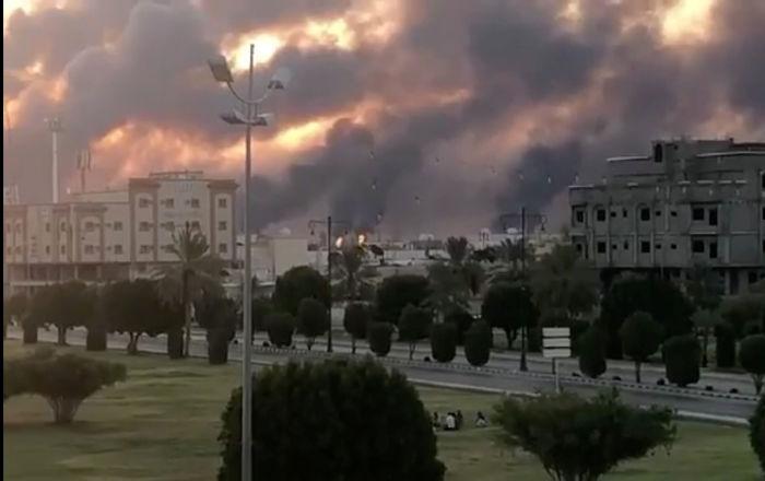 Incendie après l'attaque des drones contre Saudi Aramco