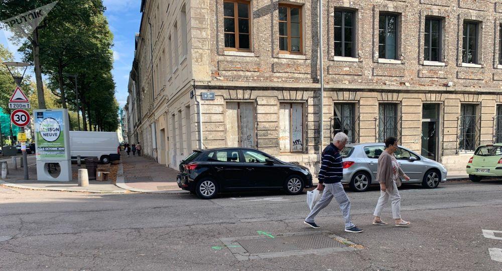 Dans une des rues de Rouen, 5 jours après l'incendie de l'usine Lubrizol, 30 septembre 2019