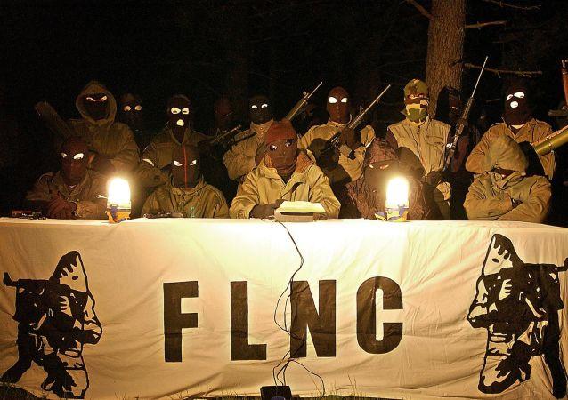 une conférence de presse du Front de Libération Nationale Corse en 2003