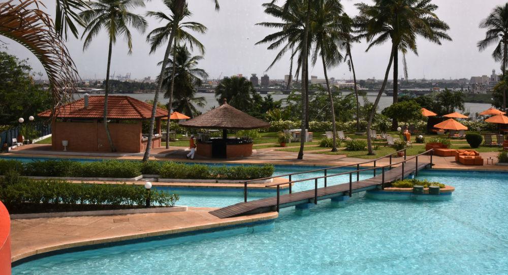 Piscine de l'hôtel Ivoire à Abidjan