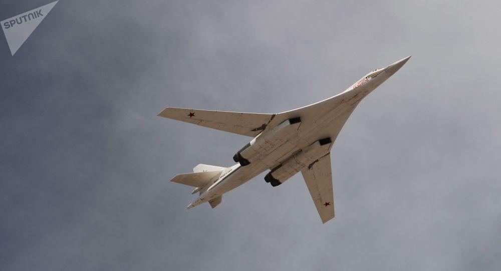 Un bombardier russe Tu-160 lors d'un défilé militaire (archive photo)