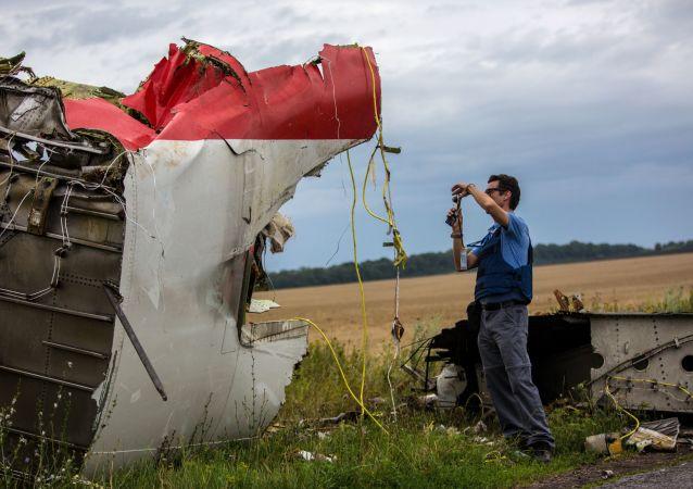 Des experts de l'OSCE sur les lieux du crash d'un Boeing 777 de Malaysia Airlines dans le Donbass (juillet 2014)