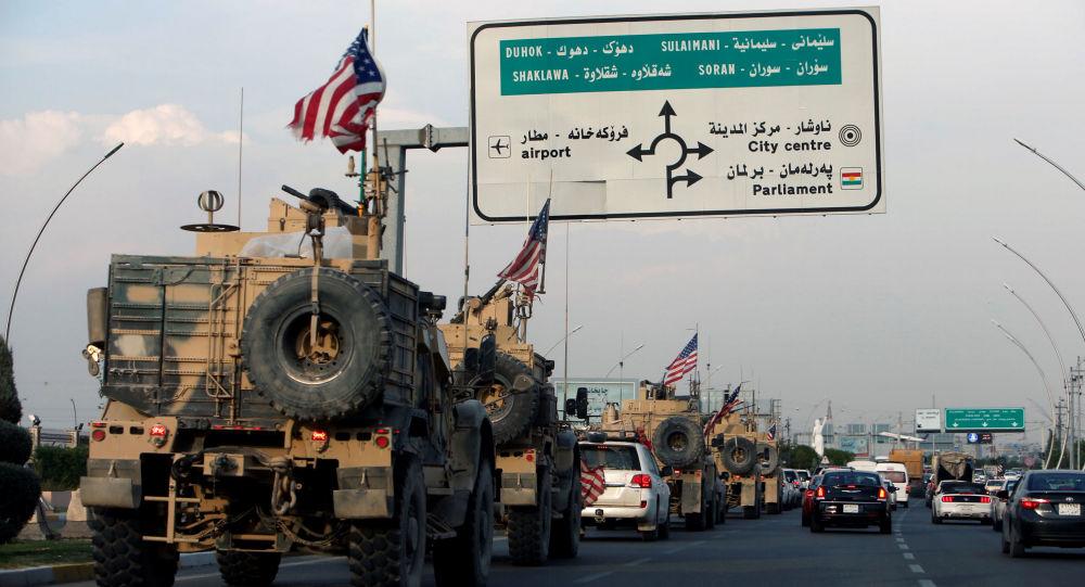 Un convoi de véhicules américains en Irak