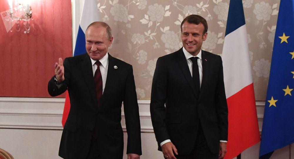 Vladimir Poutine et Emmanuel Macron à Osaka, au Japon