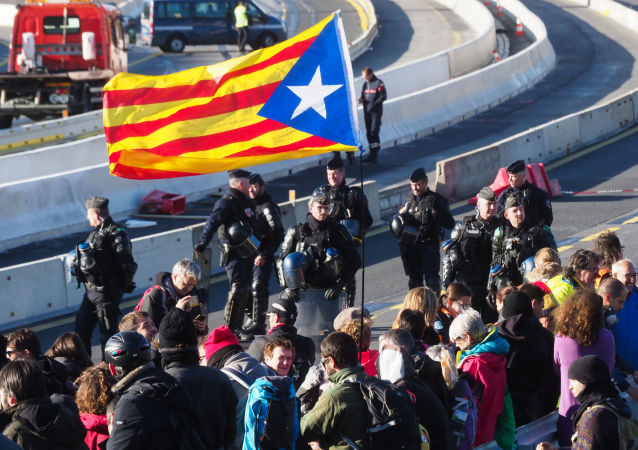Une manifestation à la frontière entre la France et l'Espagne