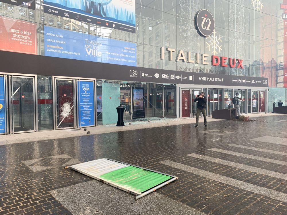 Le centre commercial Italie II pris pour cible place d'Italie