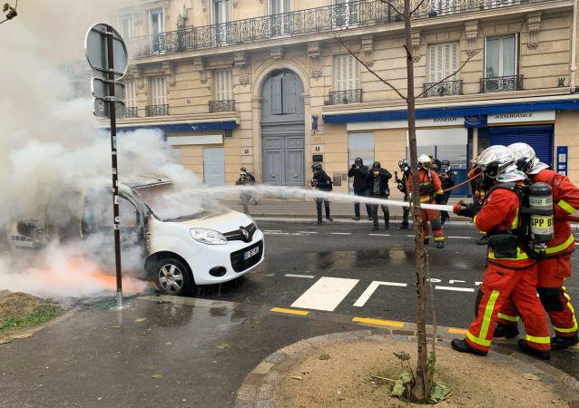 Des pompiers lors de l'acte 53 des Gilets jaunes, Paris 16 novembre 2019