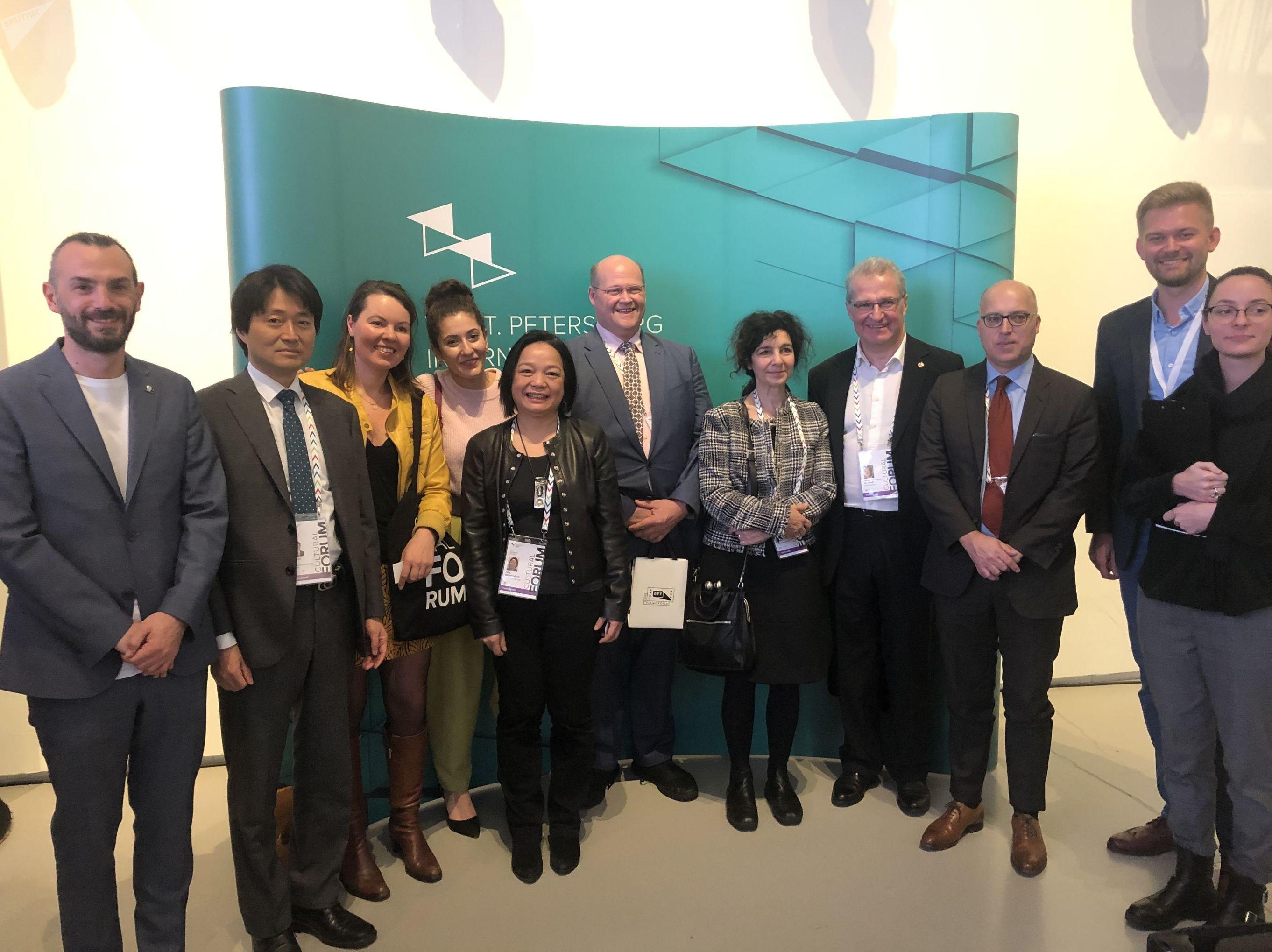 Laurent Dandrieu et d'autres participants à la 8e édition du Forum international culturel de Saint-Pétersbourg