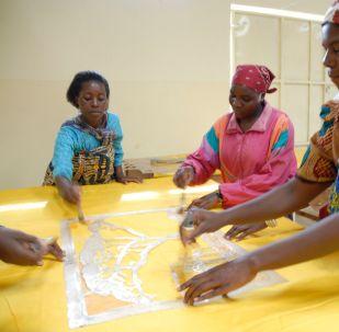 Des femmes dans un atelier