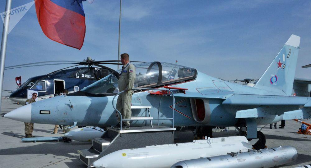 Un Yak-130, un avion d'entraînement et de combat russe, au Salon aéronautique international Dubai Airshow 2019