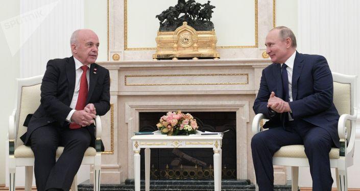 Vladimir Poutine et son homologue suisse