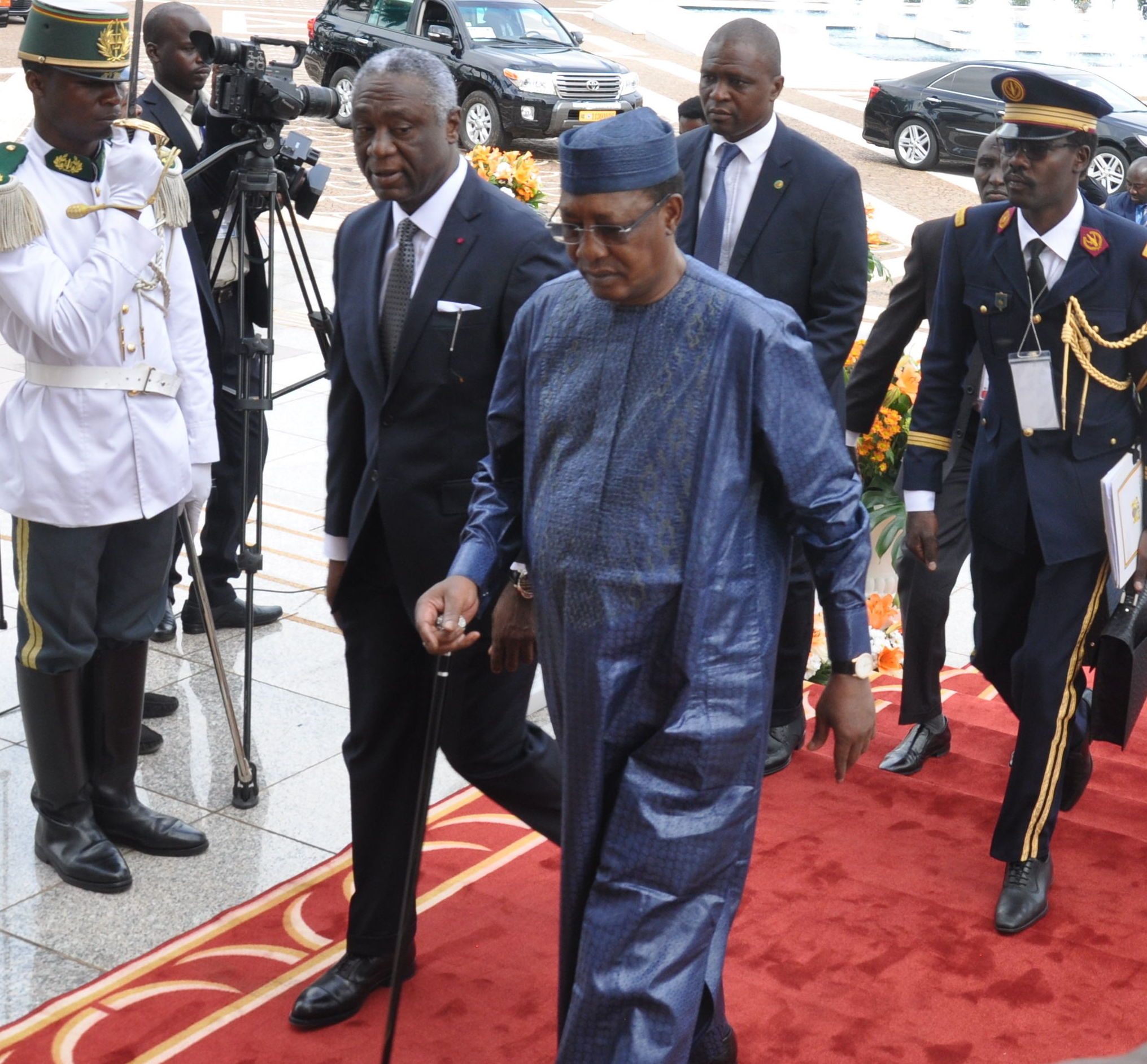 Arrivée du Président tchadien Idriss Déby Itno au sommet extraordinaire de la Cemac à Yaoundé