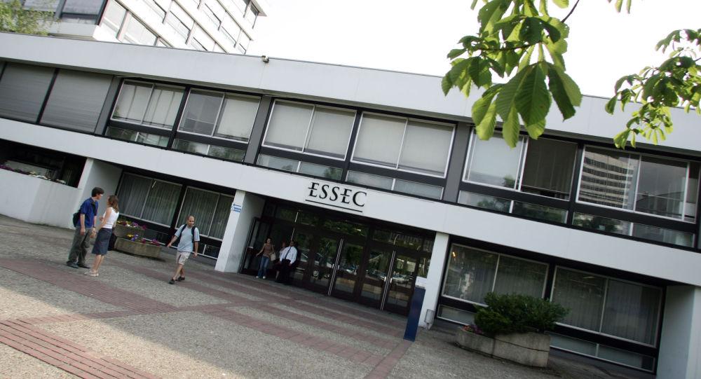 Vue prise, le 11 juin 2004 а Cergy, de l'entrée de l'Essec, Ecole supérieure des sciences économiques et commerciales, fondée en 1907 à Paris. AFP PHOTO JEAN-PIERRE MULLER (Photo by JEAN-PIERRE MULLER / AFP)