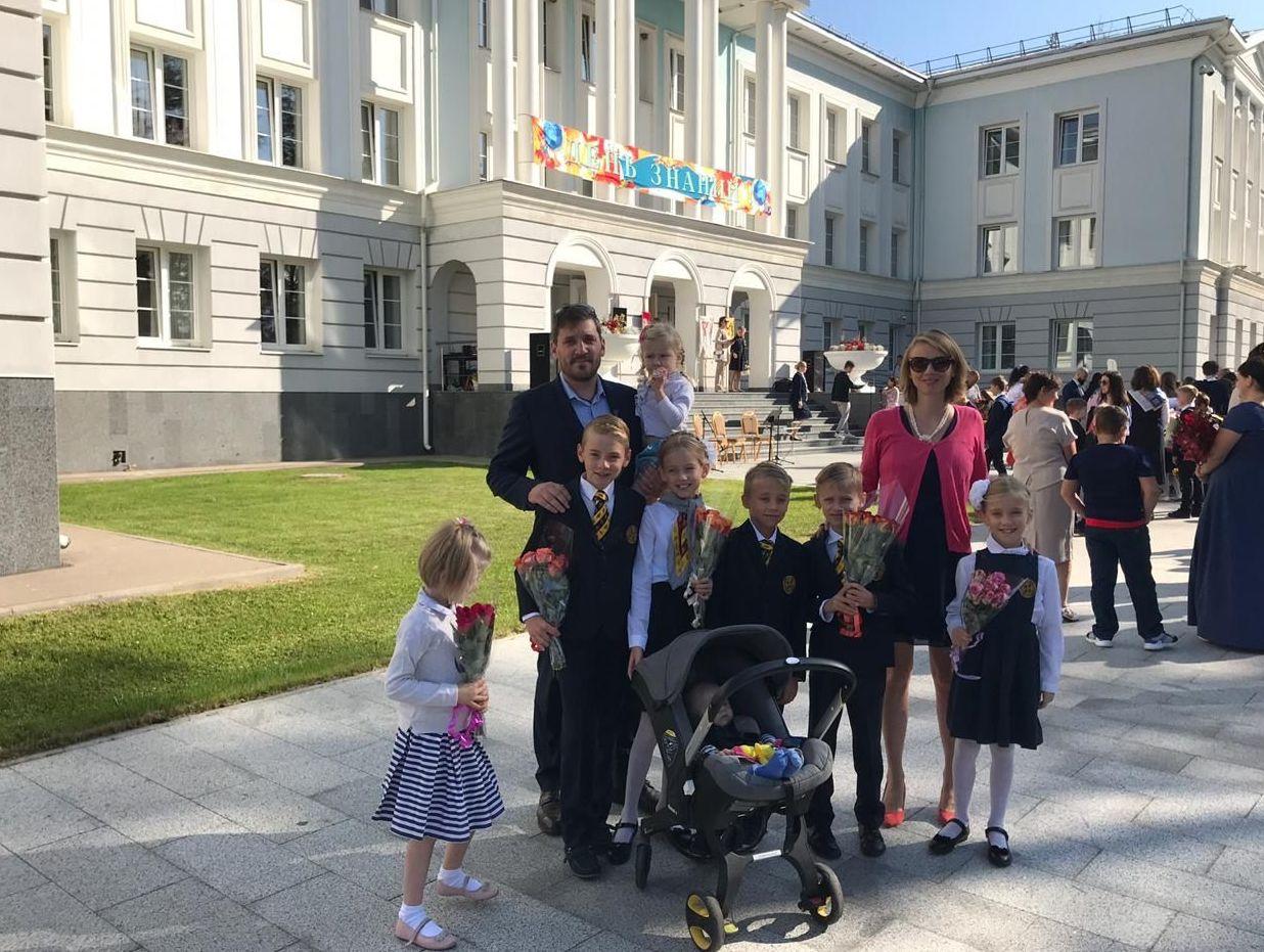 La famille Sorlin lors d'une rentrée scolaire