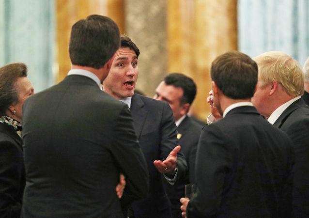 Justin Trudeau discute avec Boris Johnson, Emmanuel Macron et Jens Stoltenberg