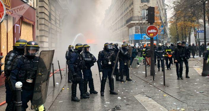 Des incidents éclatent à Paris, notamment boulevard de Magenta