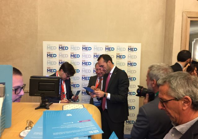 Manlio Di Stefano, secrétaire d'État italien aux Affaires étrangères,  lors de la 5e conférence Dialogue méditerranéen