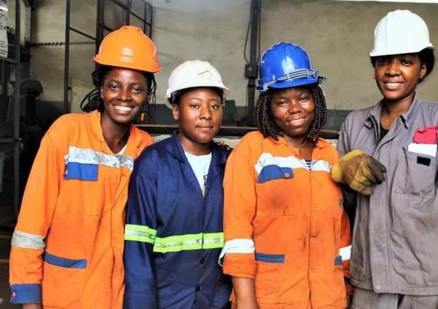 Des jeunes femmes formées par l'entreprise MSMI d'Audrey Chicot.