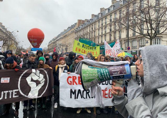 Manifestation à Paris contre la réforme des retraites, le 12 décembre 2019