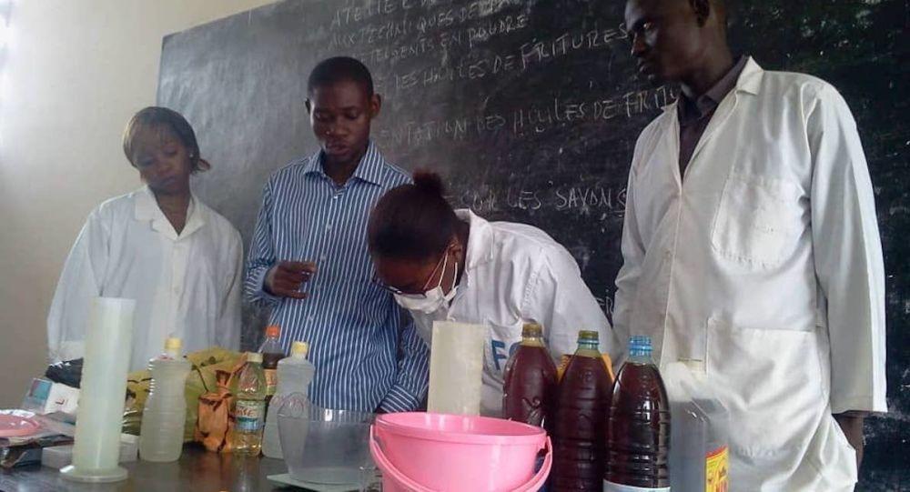 Gic Bellomar recycle les huiles usées en savons et autres détergents.