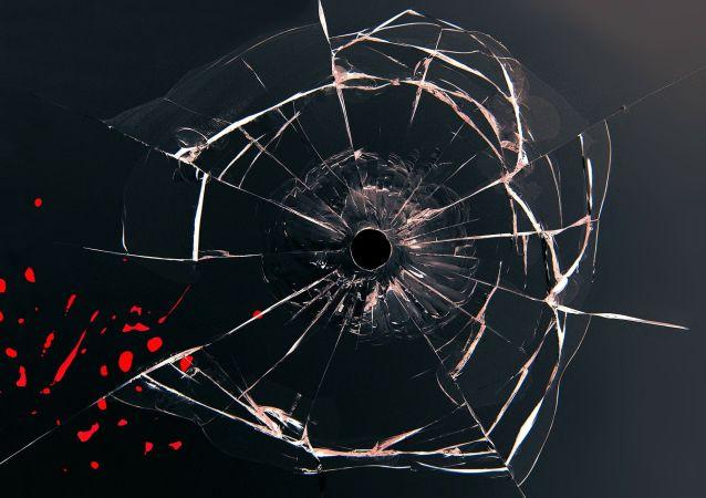Trace d'une balle dans la vitre
