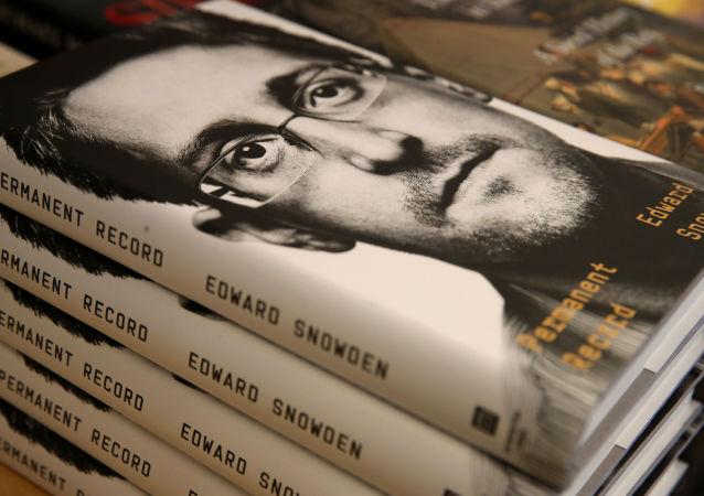 Le livre d'Edward Snowden Mémoires vives (Permanent Record)