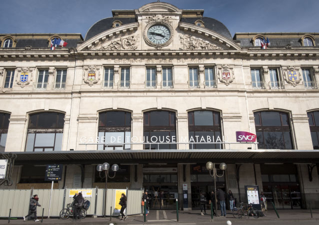 This photo shows the facade of Matabiau train station in Toulouse on March 22, 2018 during a strike by railway workers. - Seven unions representing staff in the public sector led strikes and protests on March 22, and a third of railway workers walked out to join the demonstrations against government reforms. (Photo by ERIC CABANIS / AFP)