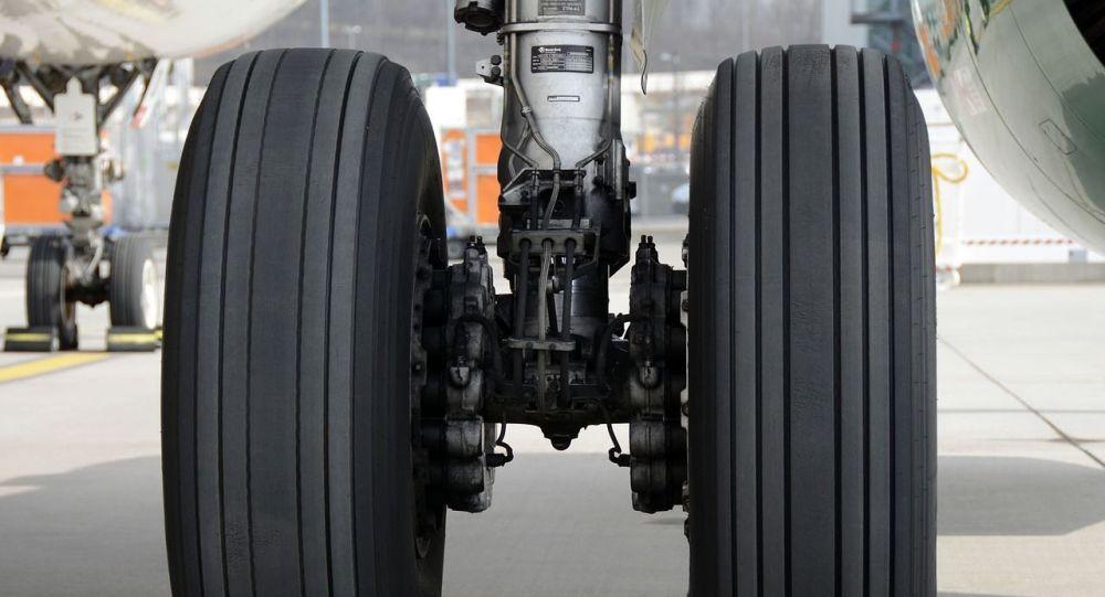 Un Airbus d'Air Canada perd une roue au moment du décollage - vidéo