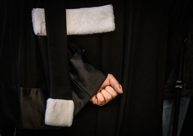 Un avocat manifeste contre la réforme des retraites à Lyon, le 6 janvier 2020 (image d'illustration)