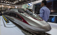 Une maquette du « Fuxing », le train à grande vitesse chinois, au salon du transport ferroviaire Innotrans à Berlin, le 19 septembre 2018.