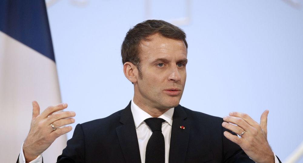 «Il faut être fier d'être des amateurs»: le conseil de Macron aux députés LREM
