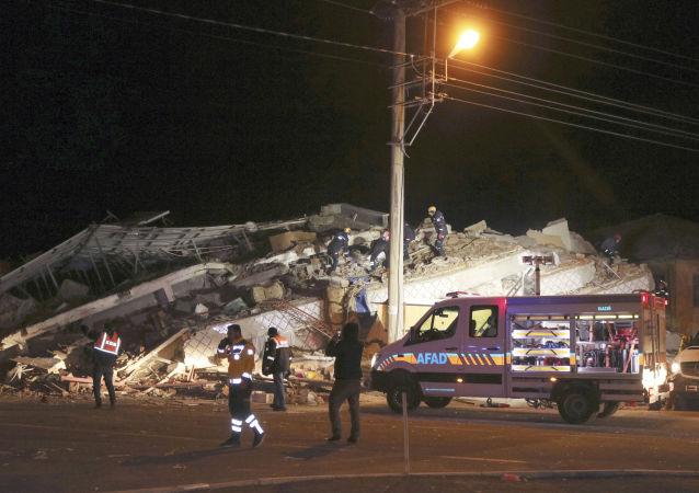 Le puissantes séisme qui s'est produit dans la soirée du vendredi 24 janvier dans l'est de la Turquie a fait plusieurs morts et blessés