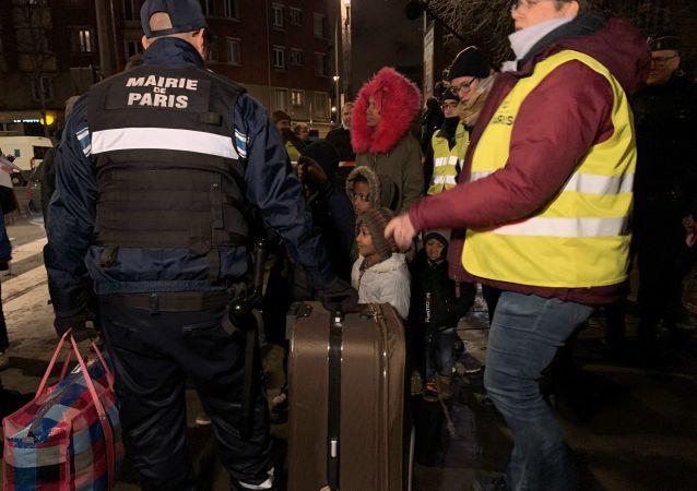 Évacuation d'un important camp de migrants à la porte d'Aubervilliers à Paris, 28.01.2020